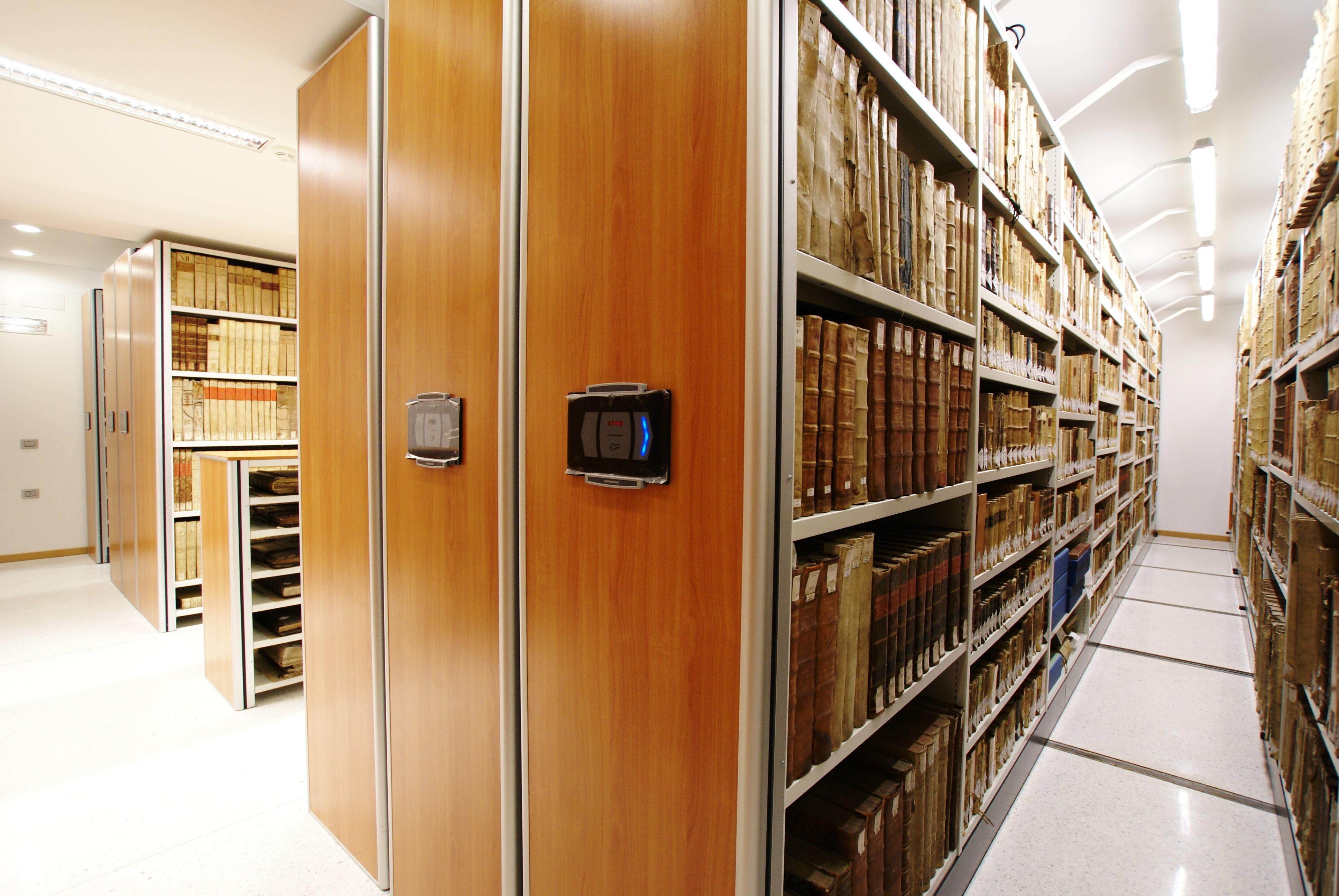Scaffalatura scorrevole per biblioteca