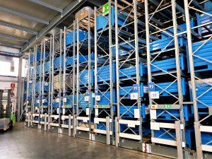 scaffalature compattabili nel magazzino componenti