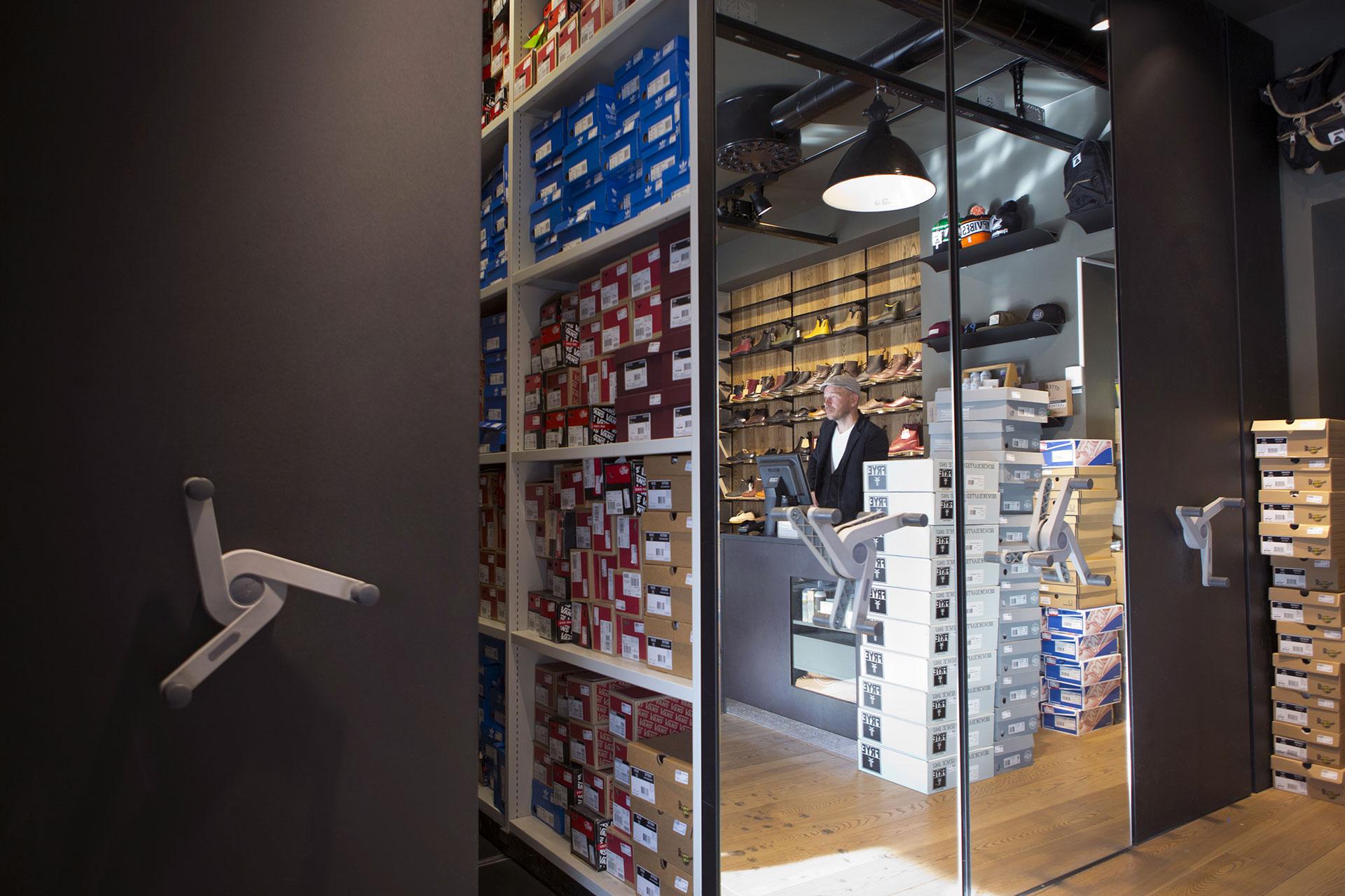 Scaffalature modulari per negozi